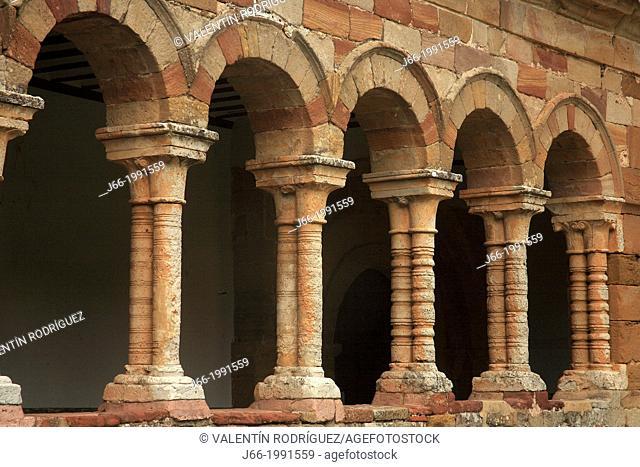 Church of St. Bartholomew (13th century), portico with arches, Atienza, Guadalajara province, Castilla-La Mancha, Spain