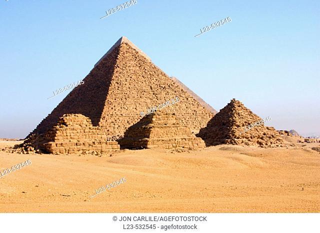 pryamids cairo egypt