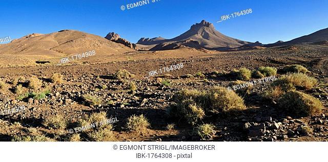 Volcanic landscape of Atakor, Hoggar, Ahaggar Mountains, Wilaya Tamanrasset, Algeria, Sahara, North Africa