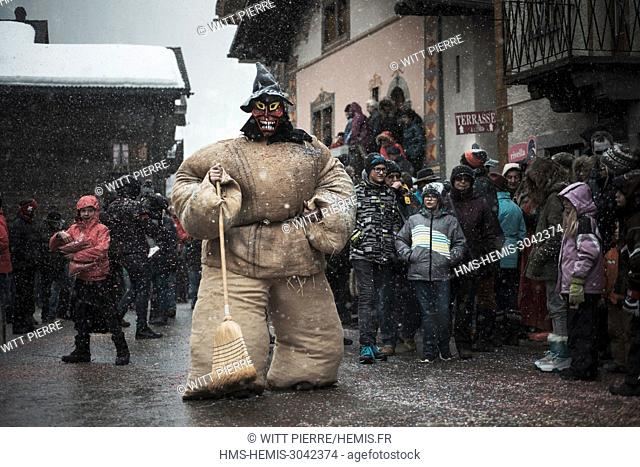 """Switzerland, Wallis, Herens valley, Evolene, the Carnival. On sunday, fluffs and """"""""empailles"""""""" parade"""