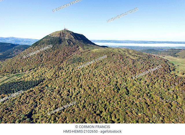 France, Puy de Dome, Orcines, Chaine des Puys, Parc Naturel Regional des Volcans d'Auvergne (Natural regional park of Volcans d'Auvergne)