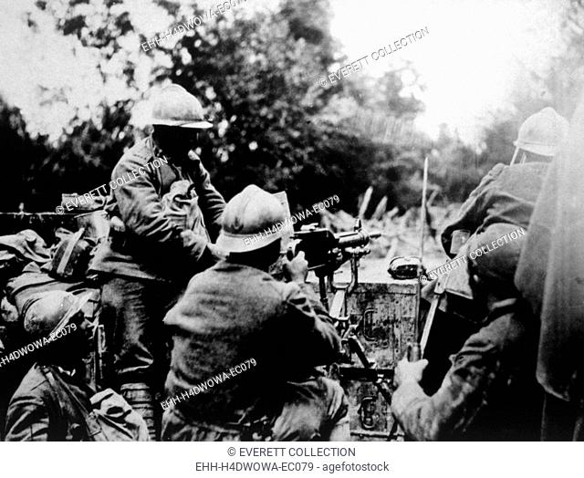 World War I. Italian machine gunners barring the Fassalte Road in Italy, official Italian war photograph, 1918