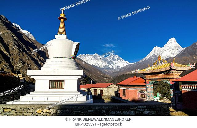 The stupa of the Tengboche Gompa Monastery, Mt. Everest, 8848m and Ama Dablam, 6856m, mountains behind, Tengboche, Solo Khumbu, Nepal