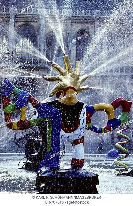 Spraying fountain, L'Oiseau de Feu, Fontaine Strawinsky by sculptor Niki de Saint Phalle, Centre Pompidou, Paris, France, Europe