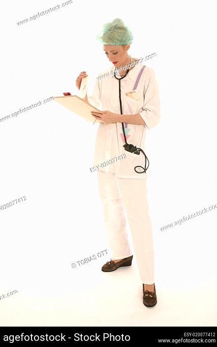 Krankenschwester mit Notizblock