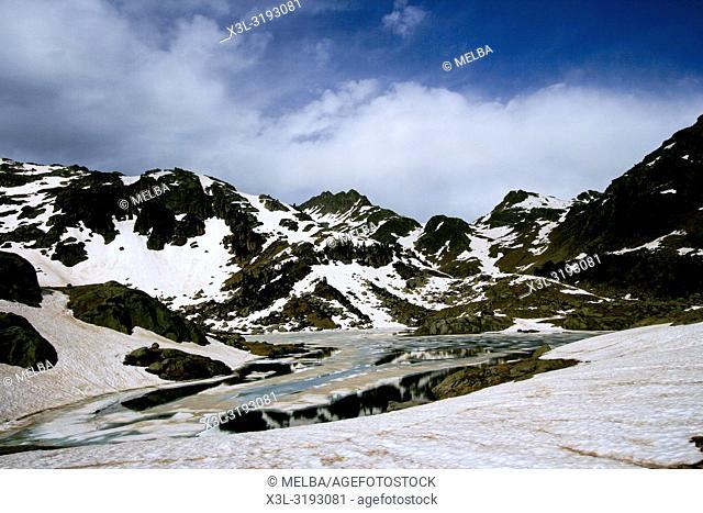 Estany mort. Aiguestortes National Park. LLeida. Pyrenees, Spain