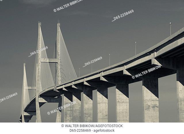 USA, Georgia, Brunswick, Sidney Lanier Bridge, across the Brunswick River