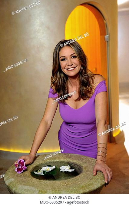 TV host Tessa Gelisio posing with a fountain in a spa, for a photoshooting after the first episode of TV show In forma con Starbene