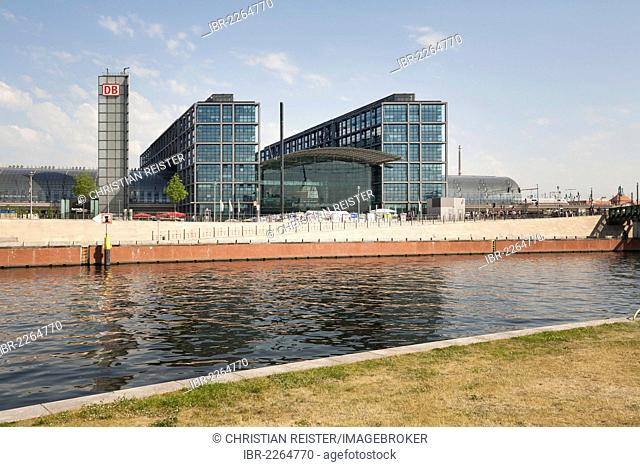 Main station, Spree river, Spreebogen, bend of the Spree river, Mitte quarter, Berlin, Germany, Europe