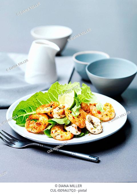 Tandoori prawns and chargrilled calamari with lime slice and lettuce