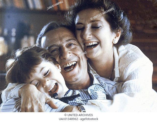 Amalia Castro, Héctor Alterio, Norma Aleandro Alicia (Norma Aleandro) ist gluecklich mit Roberto (Hector Alterio) verheiratet und Mutter einer fuenfjaehrigen...