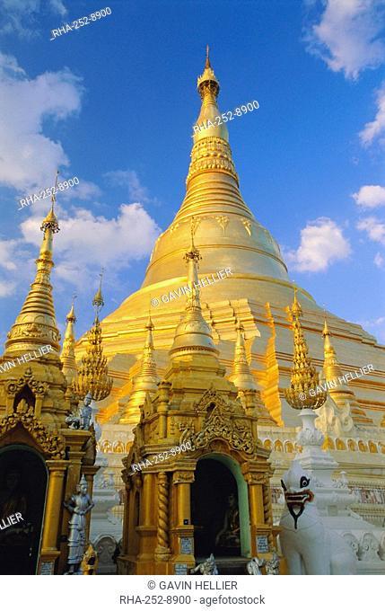 The great golden stupa, Shwedagon Paya Shwe Dagon Pagoda, Yangon Rangoon, Myanmar Burma