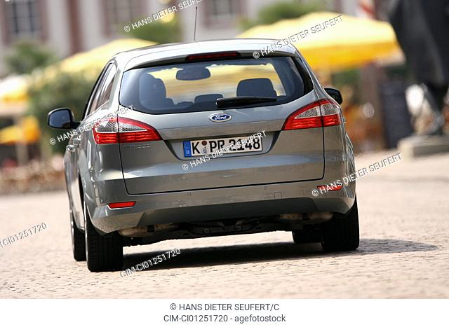 Ford Mondeo 2.5 Turnier, model year 2007-, silver, driving, diagonal from the back, rear view, City