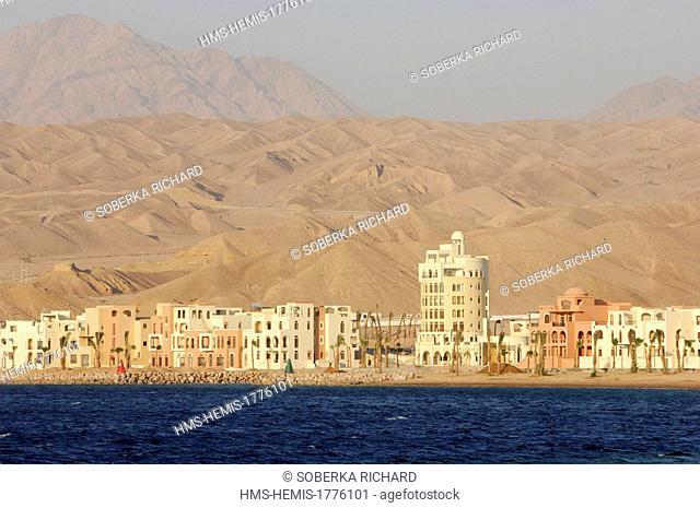 Jordan, Aqaba Governorate, Aqaba, marina Tala Bay south from Aqaba, buildings at the foot of sand dunes