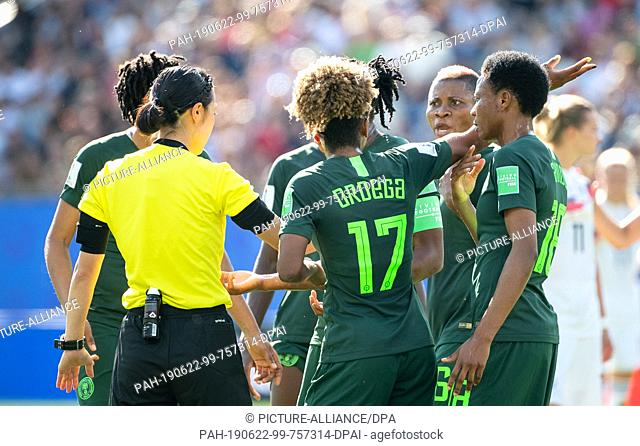 22 June 2019, France (France), Grenoble: Football, women: WM, Germany - Nigeria Final Round, Round of 16, Stades des Alpes: Nigerian players complain to the...