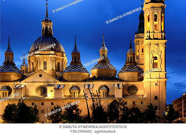 Catedral-Basílica de Nuestra Señora del Pilar de Zaragoza, Cathedral-Basilica of Our Lady of the Pillar seen from the other bank of Ebro river at night