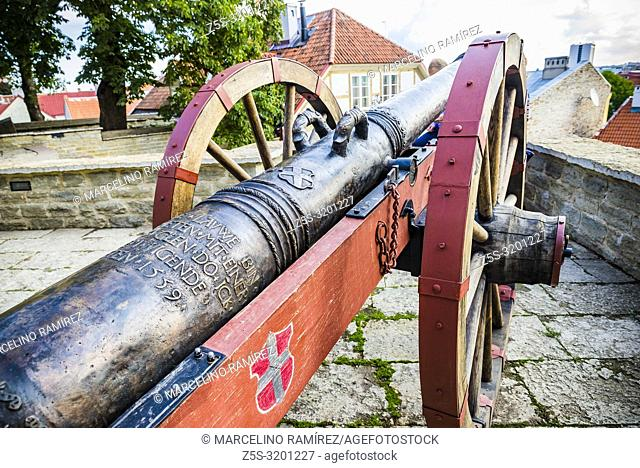"Replica cannon """"""""Red Lion"""""""" at the front of Maiden' tower, Danish King's Garden. Tallinn, Harju County, Estonia, Baltic states, Europe"