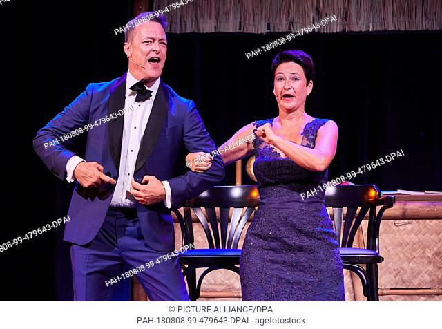 """08.08.2018, Hamburg: Hubertus Borck and Alexandra Doerk from the cabaret and music duo """"""""Bo Doerek"""""""" perform on stage at the Schmidt Theater during the dress..."""