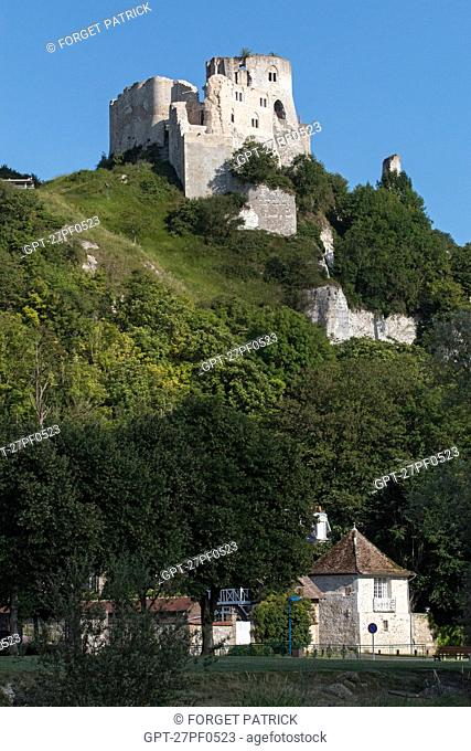 VILLAGE OF LE PETIT-ANDELY, THE MEDIEVAL FORTRESS OF CHATEAU GAILLARD BUILT BY THE ENGLISH KING RICHARD THE LIONHEARTED IN 1198, LES ANDELYS, EURE (27)