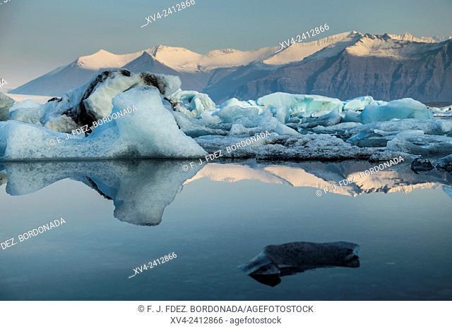 Jokullsarlon lagoon in Autumn, Iceland