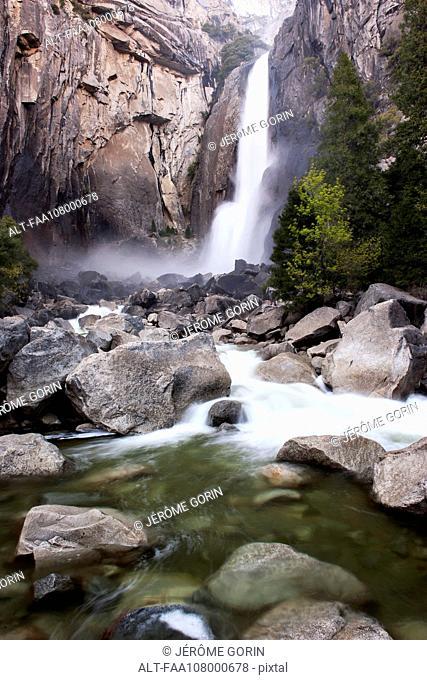 Lower Yosemite Falls, Yosemite National Park, California, USA