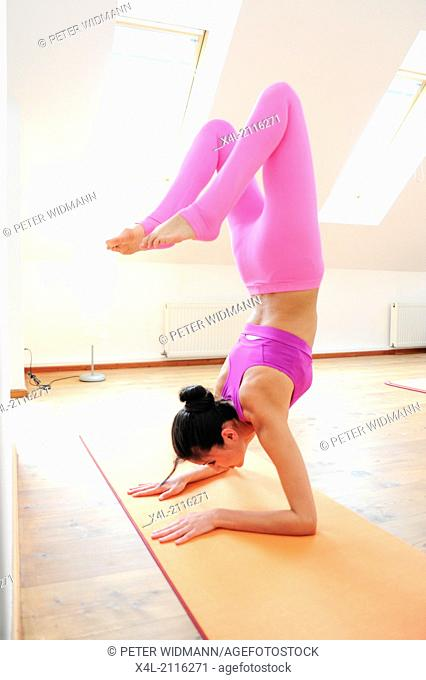 young, pretty, sportive woman, yoga (model-released)
