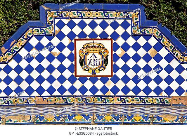 REAL ALCAZAR, BENCH IN AZULEJO, GARDEN OF THE ALCAZAR, SEVILLE, ANDALUSIA, SPAIN