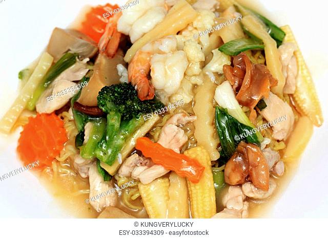 Stir fried yellow noodle with in a creamy gravy sauce (Koy Se Mie)