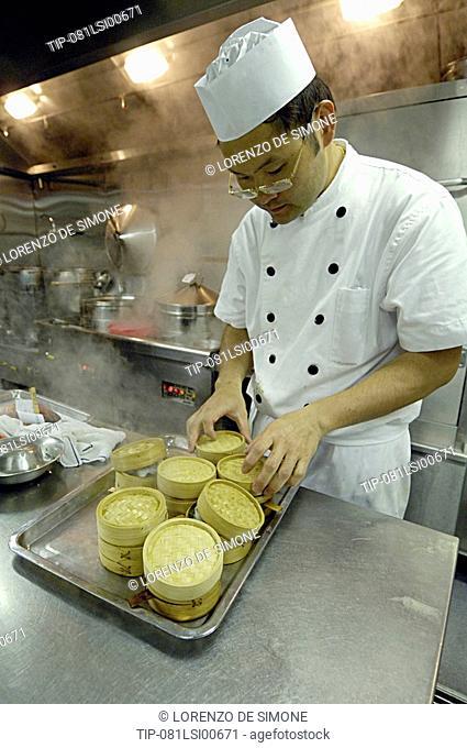 China, Hong Kong, Wanchai, Grand Hyatt hotel, chef working in kitchens