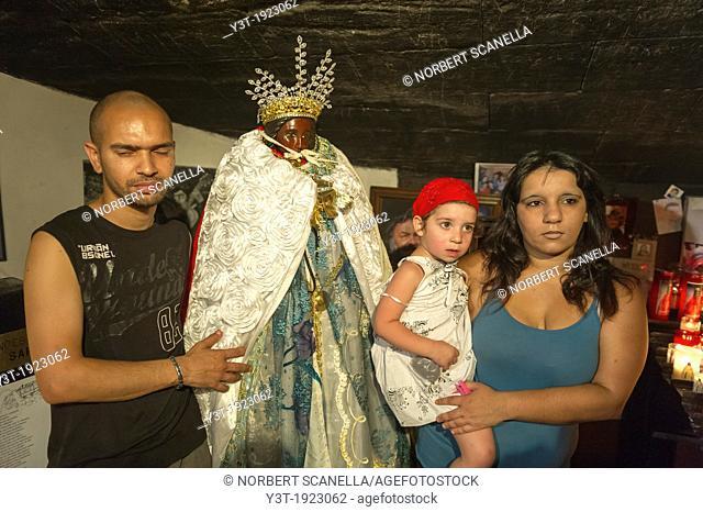 Europe, France, Bouche-du-Rhone, 13, Saintes-Marie-de-la-Mer, pilgrimage of gypsies. Gypsie family front of the black virgin