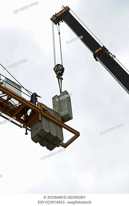 Two cranes assembly