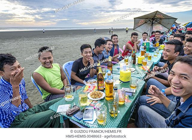 Myanmar (Burma), Rakhine state (or Arakan state), Sittwe, the View Point, meal with friends on the beach alongside the Indian Ocean