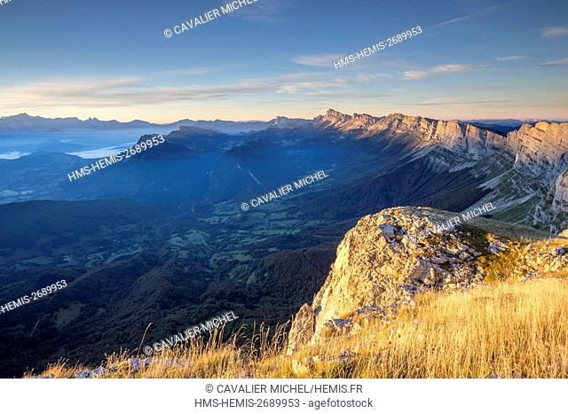 France, Isere, regional natural reserve of Vercors, oriental barrier of Vercors, panorama since the pass of Moucherolles (2060m)