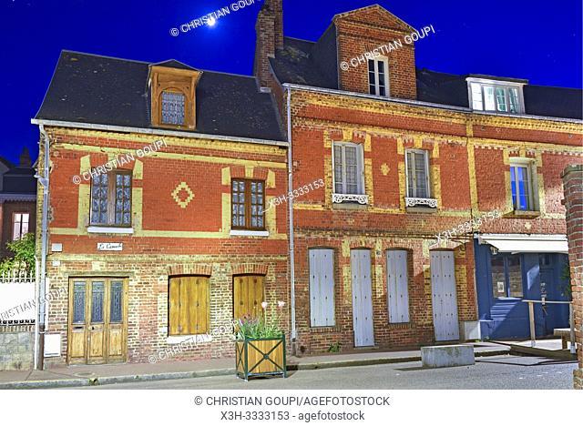 rue Victor-Hugo, Veules-les-Roses, departement de Seine-Maritime, region Normandie, France/ Victor-Hugo street, Veules-les-Roses, Seine-Maritime department