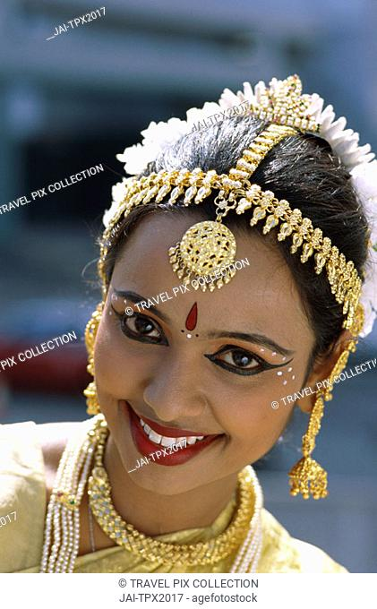 Female Dancer / Woman Dressed in Traditional Costume / Portrait, Mumbai (Bombay), Maharastra, Sri Lanka