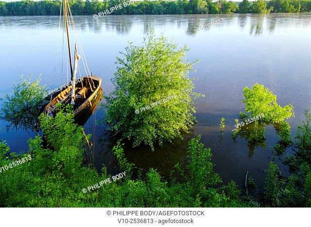 France, Indre et Loire, La Chapelle-Aux-Naux, on the World heritage list of 'UNESCO, traditionnal boat on the Loire river, traditional boats