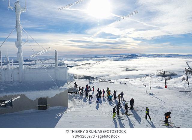 France, Puy de Dome (63), Besse-et-Saint-Anastaise, ski station of Super Besse, arrival of cable car at Puy de la Perdrix