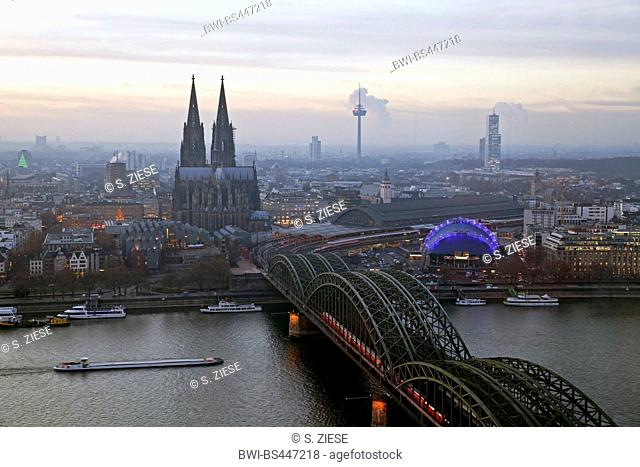 city centre of Cologne with cathedral and bridge Hohenzollernbruecke over river Rhine, Germany, North Rhine-Westphalia, Rhineland, Cologne