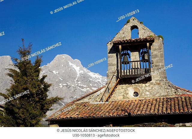 Posada de Valdeón church  Picos De Europa National Park  León province  Castilla y León  Spain