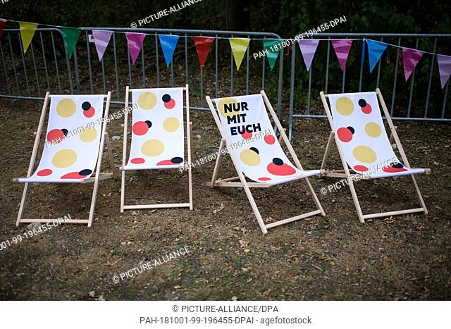 01 October 2018, Berlin: 01 October 2018, Germany, Berlin: Empty sun chairs stand on the Buergerfestmeile after the start of the celebrations for the Day of...