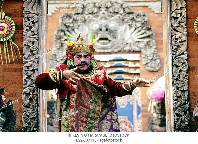 Barong dance, Batubulan temple. Balinese dance. Ceremonial dances and dramas directly related to religious ceremonies. They serve as offerings