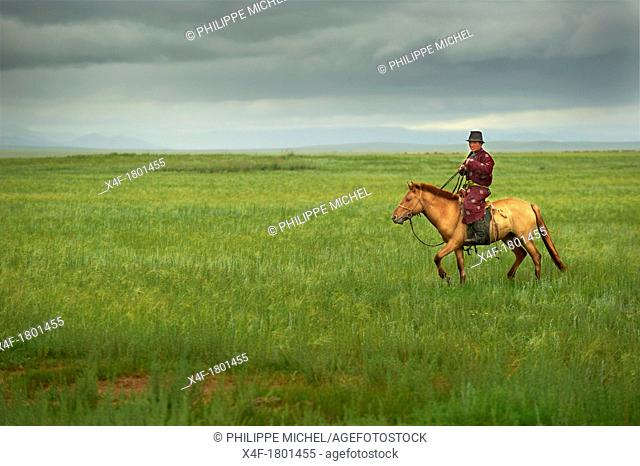 Mongolia, Tov province, nomads looking for their drove