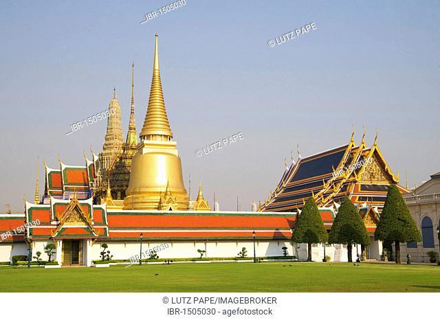 Wat Phra Kaeo, Temple of the Emerald Buddha, at the Grand Palace, Bangkok, Thailand, Asia