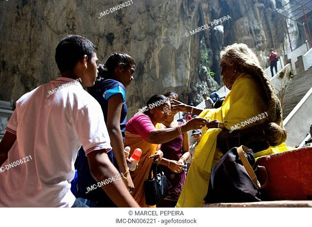 Malaysia, Kuala Lumpur, caves of Batu, blessing