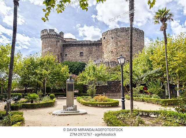 Castillo de los duques de Alburquerque en el parque de la Soledad. Mombeltrán. Barranco de las cinco villas. Valle del Tiétar