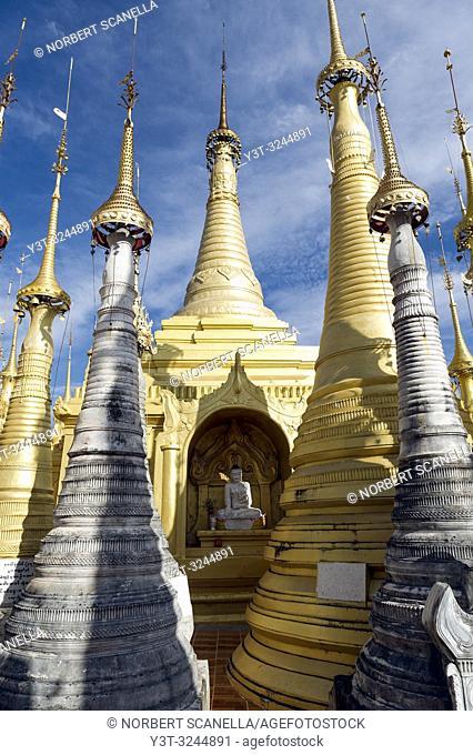 Myanmar (ex Birmanie). Inle lake. Shan state. Shwe Indein Pagoda