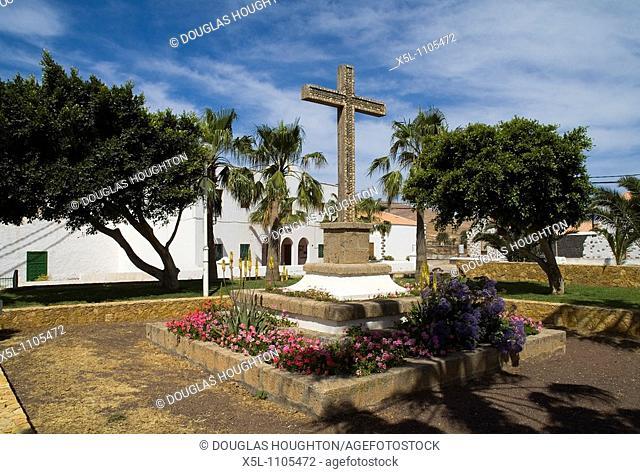 Plaza cruz de Los Gaidos ANTIGUA FUERTEVENTURA Church cross outside Iglesia de Nuestra Senora de Antigua