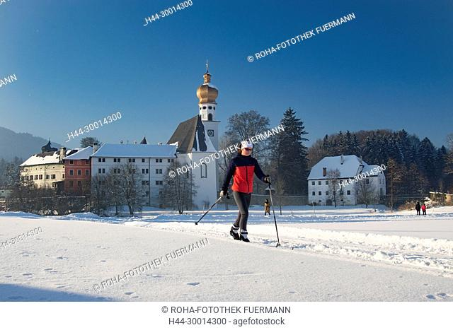 Langlauf im tiefverschneiten Winter in Höglwörth in der Gemeinde Anger