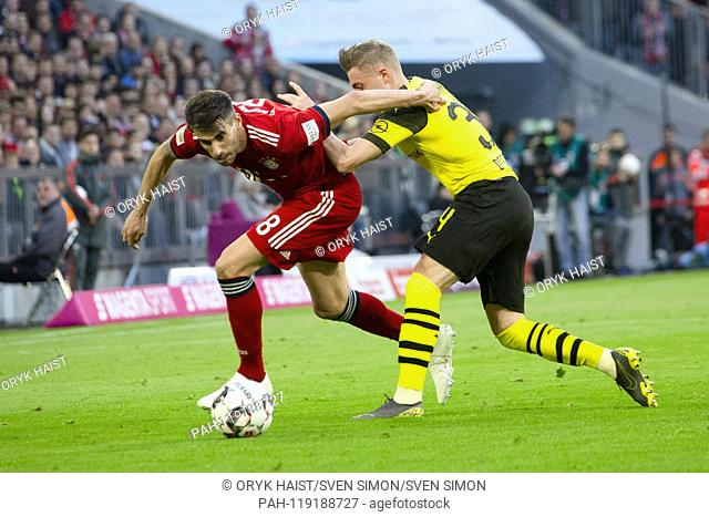 Javi (Javier) MARTINEZ (# 8, M) in duels with Jakob Bruun LARSEN (# 34, DO). Soccer, FC Bayern Munich (M) - Borussia Dortmund (DO) 5: 0, Bundesliga, 28