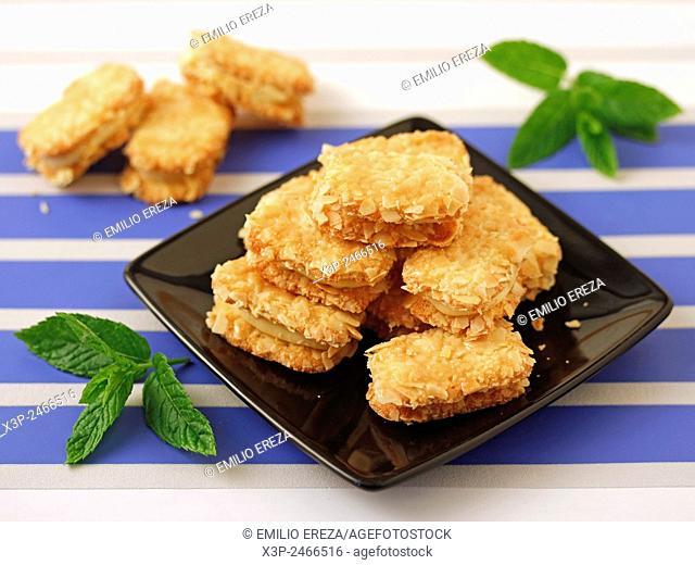 Almond cookies with custard